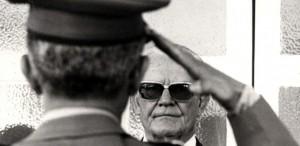 o-general-e-presidente-do-brasil-ernesto-geisel-recebe-cumprimentos-em-forma-de-continencia-de-militar-1394123638513_615x300