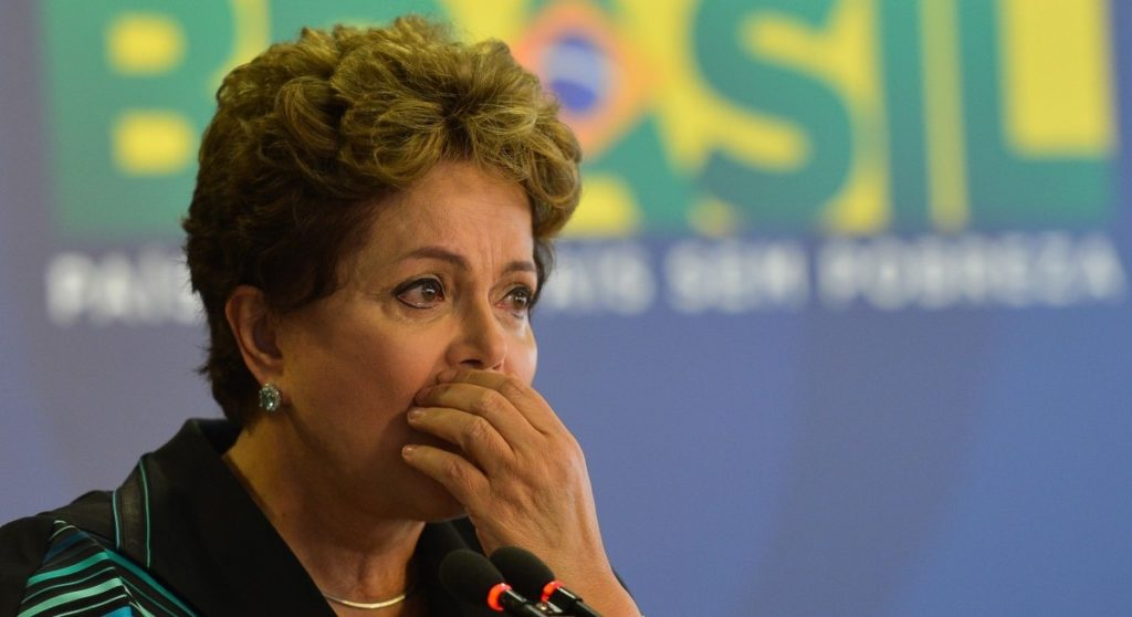 A presidenta Dilma Rousseff se emociona ao receber o relatório final dos trabalhos da Comissão Nacional da Verdade (Antonio Cruz/Agência Brasil)